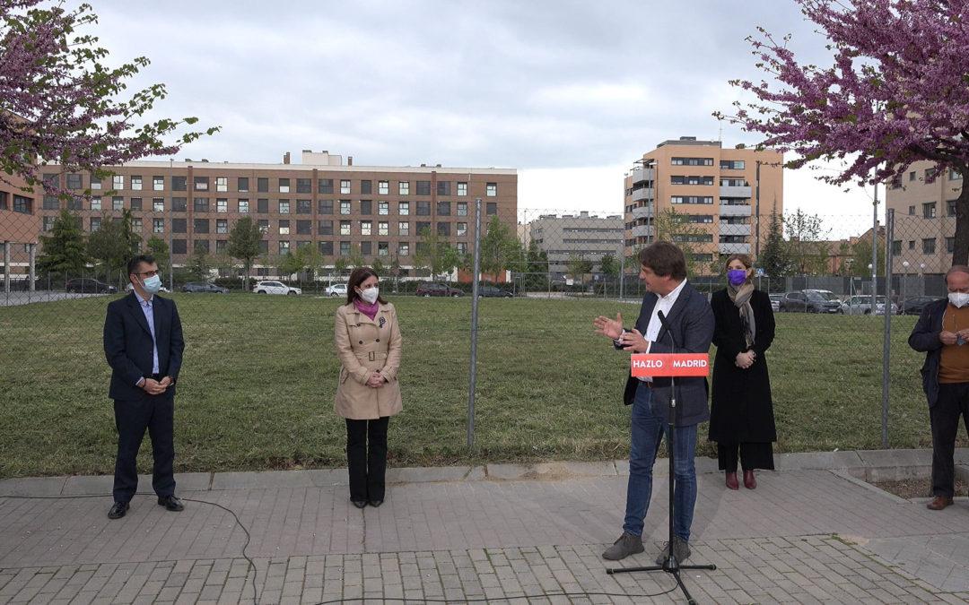 Acto en el solar del centro de salud del barrio de El Vivero con Adriana Lastra, Hana Jalloul, Félix Bolaños y Javier Ayala